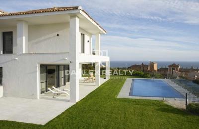 Villa en el este de Marbella con vistas al mar