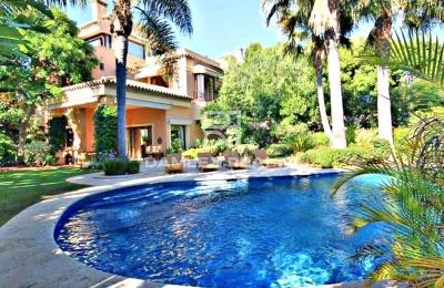 Villa con jardín en la Milla de Oro de Marbella