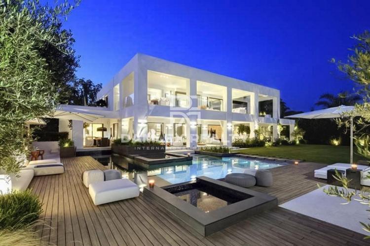 Villa moderna en primera línea de playa con acceso directo a la playa