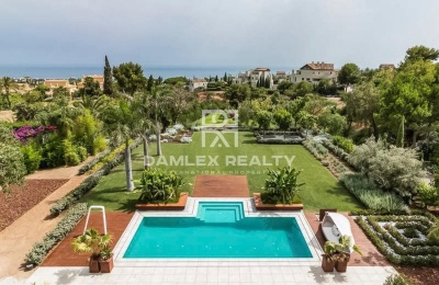 Villa de lujo en una urbanizacion en Marbella