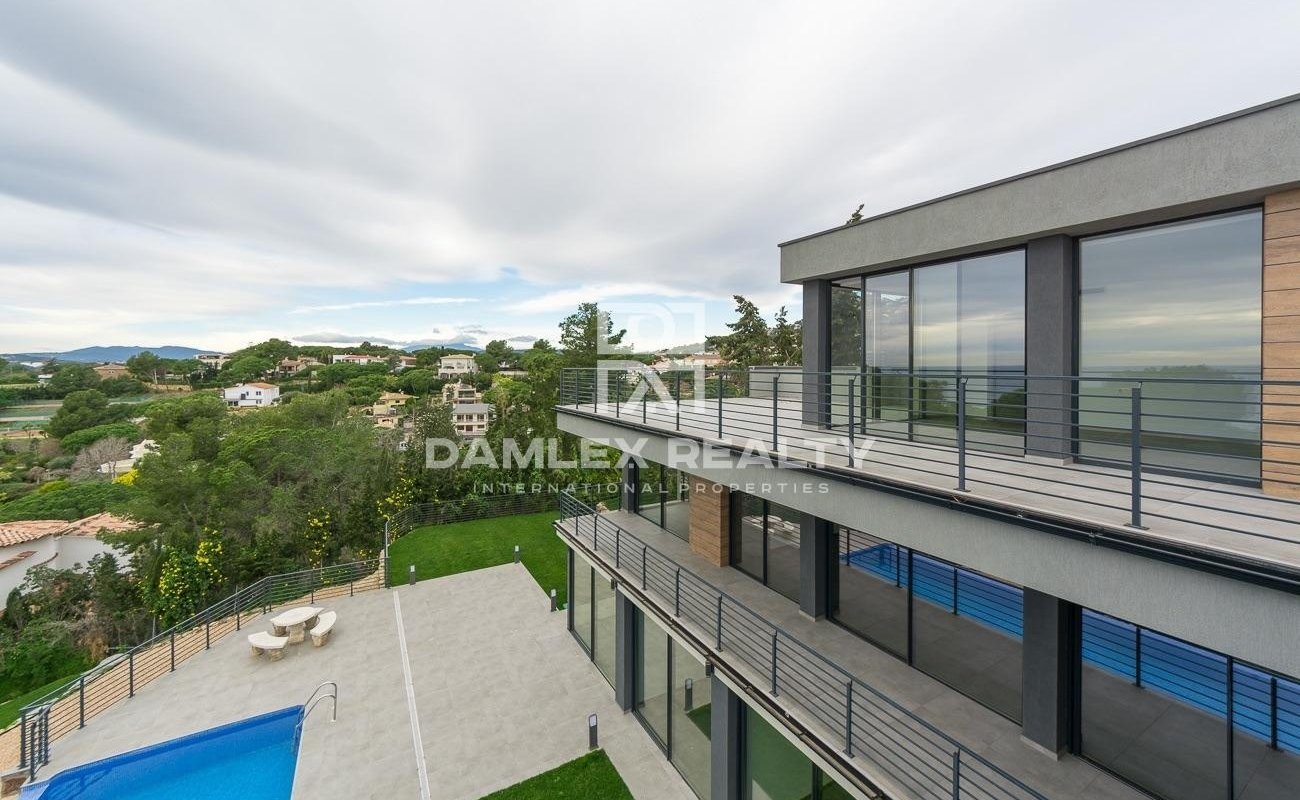 Nueva villa en urbanización La Montgoda, Lloret de Mar