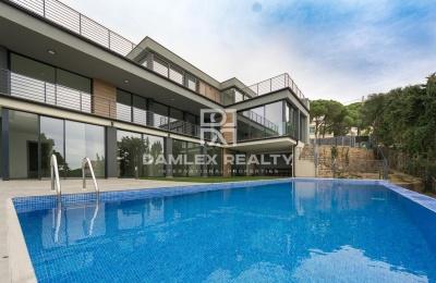 Nueva villa en una  urbanización de Lloret de Mar