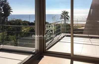 Villa con acceso a playa privada en la ciudad de Gava Mar