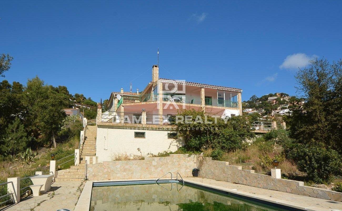 Casa con vistas al mar y una gran parcela.