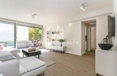 Amplio apartamento en excelentes condiciones en Diagonal Mar