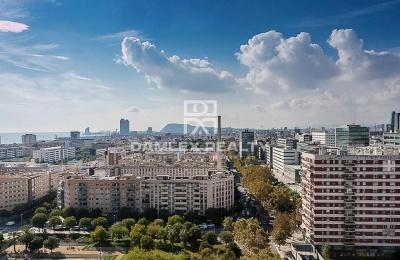 Gran apartamento con vistas panorámicas de Barcelona y el mar