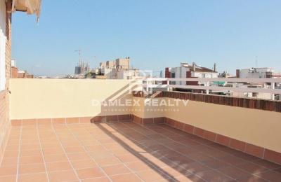 Ático con terraza de 20 m2 cerca de Paseo San Juan