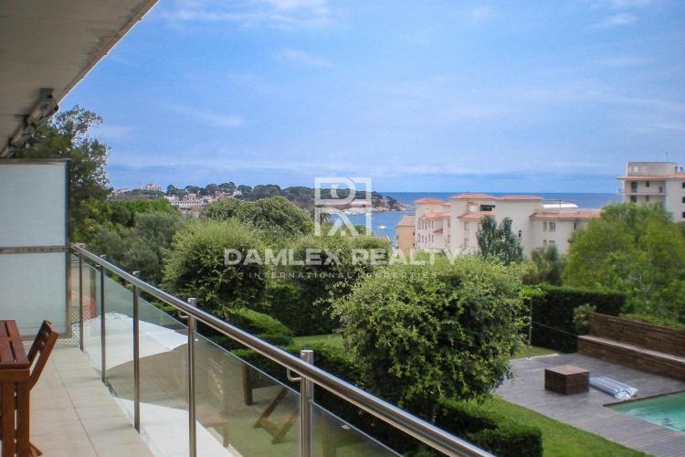 Apartamento con vista al mar a 150 m de la playa San Pol
