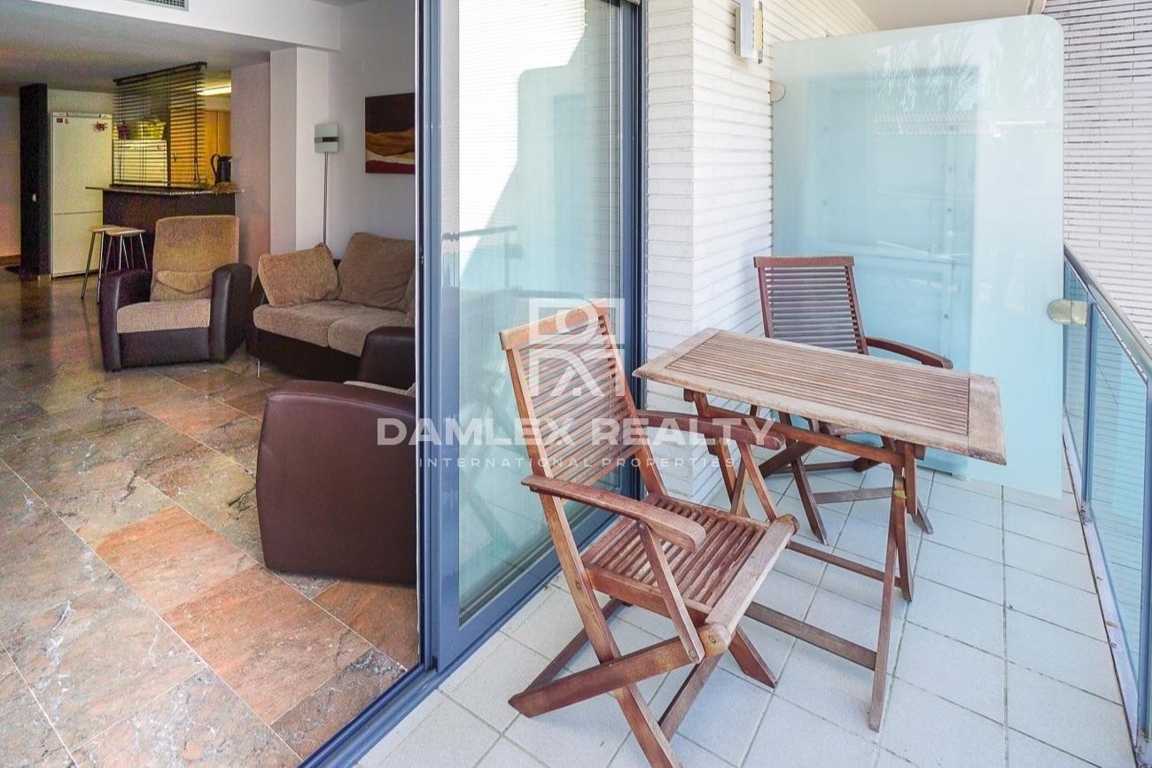 Apartamento en un complejo residencial con sala de fitness y cine en la zona de Fenals