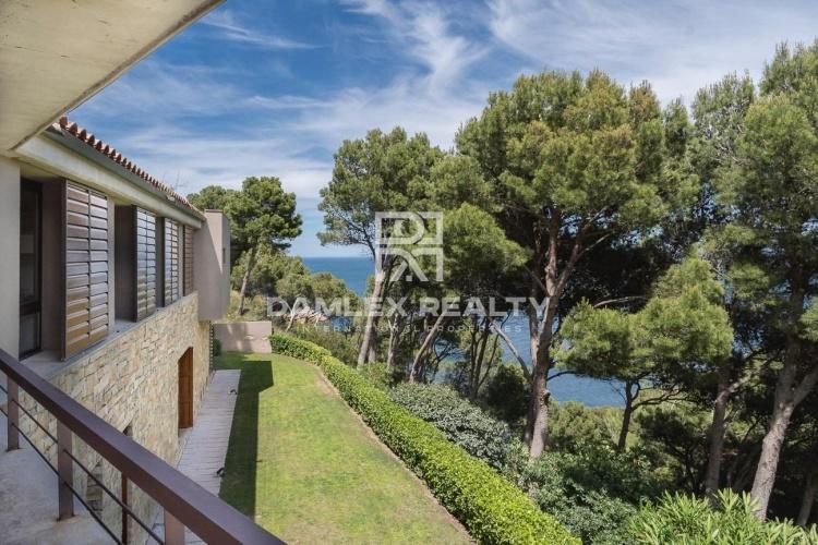 Villa moderna de lujo con magníficas vistas al mar
