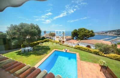 Villa con impresionantes vistas al mar a pocos minutos andando de la playa