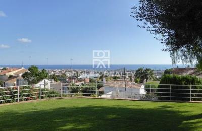 Villa con vistas al mar cerca de la escuela internacional