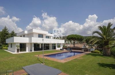 Nueva villa de diseño moderno con vistas al mar