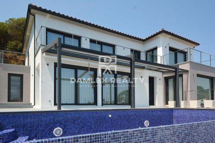 Villa moderna con inmperdibles vistas al mar