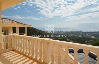Villa en Playa de Aro con vistas al mar.