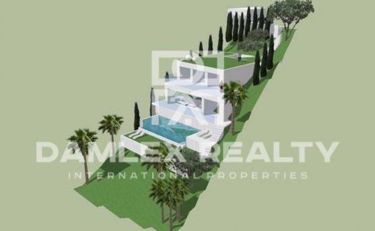 Propiedad en venta en la Costa Brava. Terreno con vistas al mar a 2 km de la playa