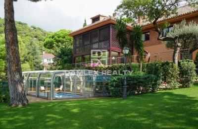 Villa de lujo con vistas al mar en la ciudad de Premia de Dalt