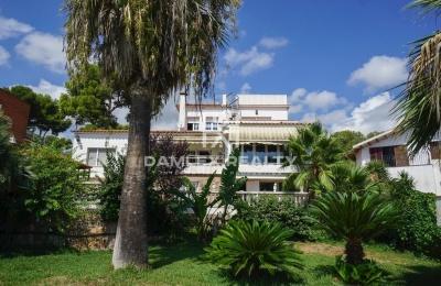 Acogedora casa con hermosos jardines en Castelldefels