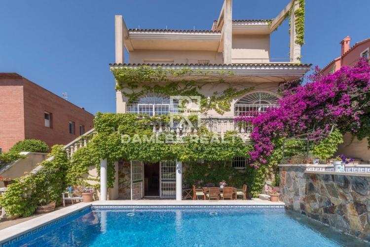 Villa con un precioso jardín en Sitges