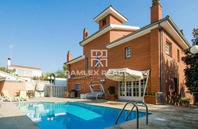 Hermosa villa ubicada en la localidad de Castelldefels