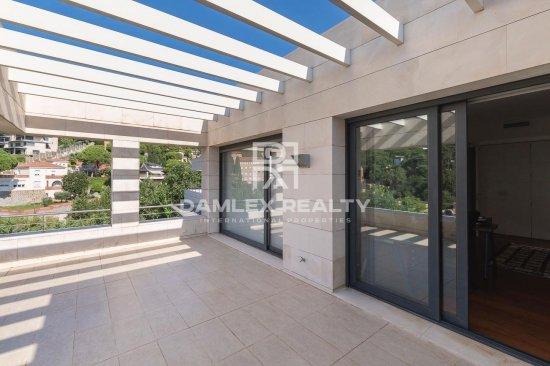 Se vende complejo de 3 villas en un prestigioso distrito de Barcelona.