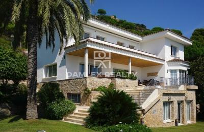 Casa con vistas al mar en la ciudad de Cabrils.