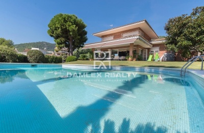 Acogedora villa con bonito jardín a 20 minutos de barcelona.