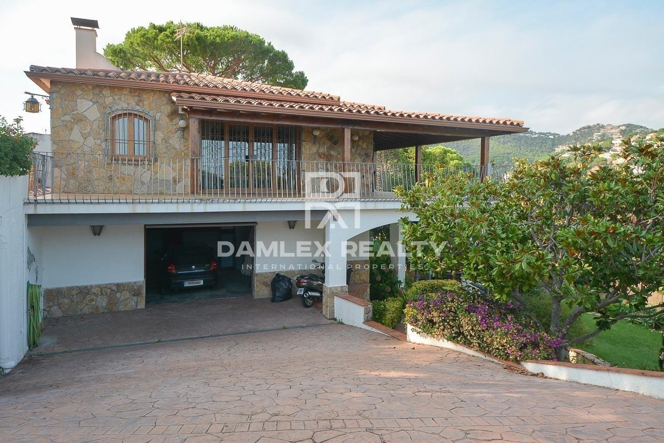 Villa con vista al mar cerca de la playa en Cala Canyelles
