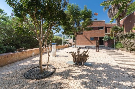 Villa moderna con vistas panorámicas al mar en el Premium de Dalt, Maresme