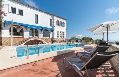 Villa en Playa de Aro con vistas panorámicas al mar, parcela 3200 m2