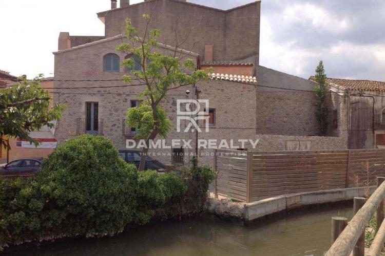 Casa en el centro de la ciudad de Bellcaire d´Empordà