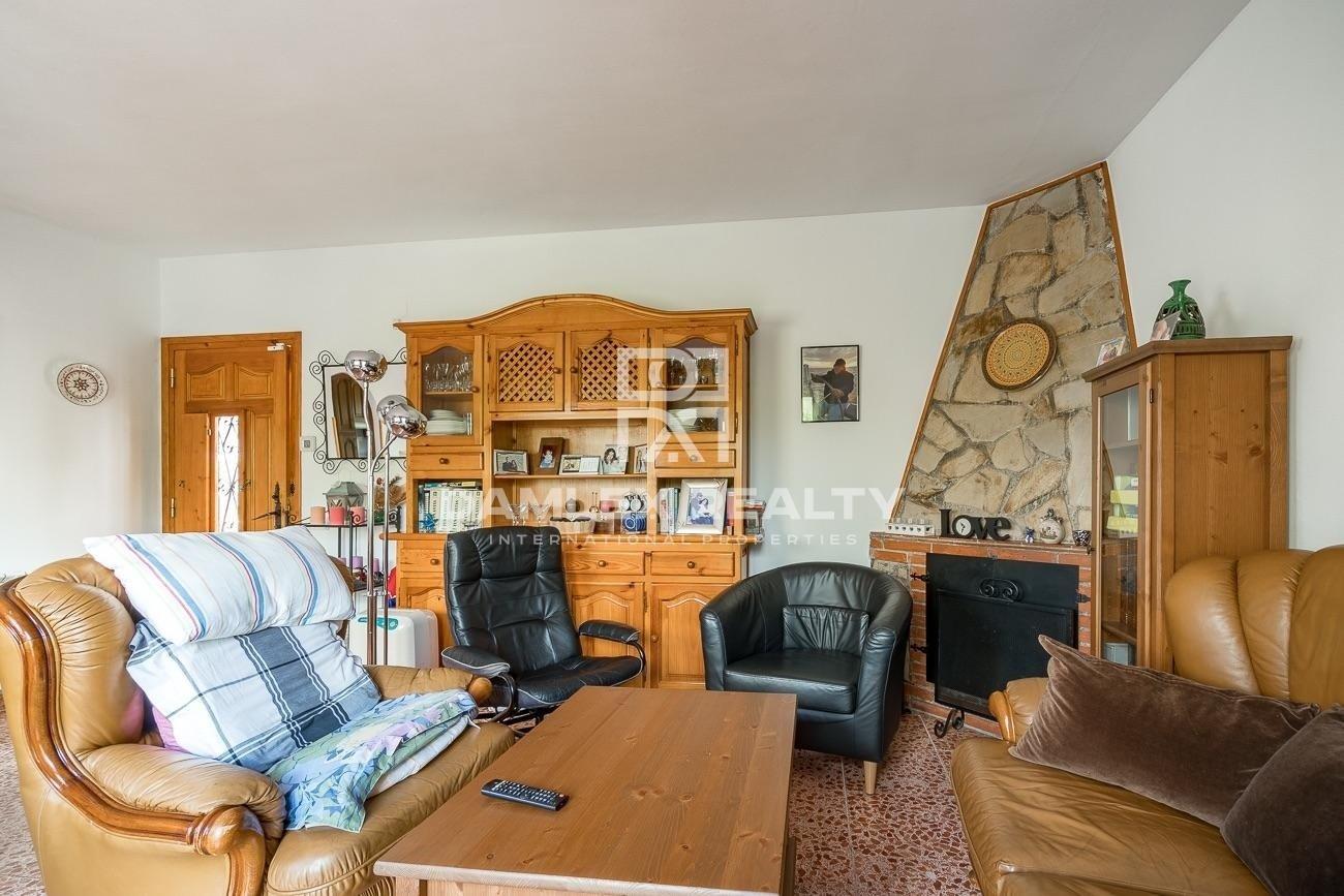 Casa con gran terreno muy tranquila rodeada de montaña y bosque