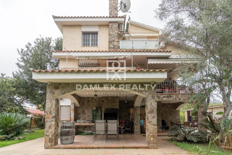 Casa con gran jardin al lado del British college de Gava