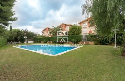 Casa Adosada a 5 minutos del centro de Sitges y de la playa.