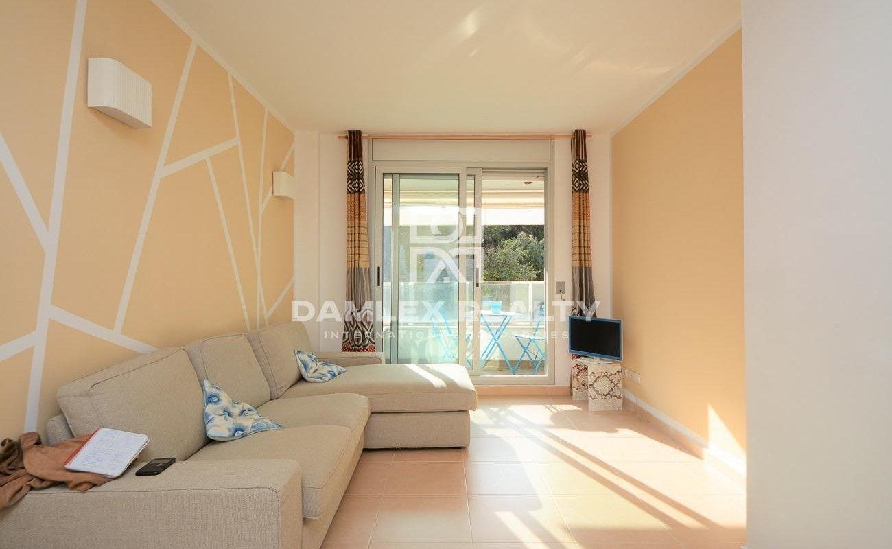 Bonito piso tranquilo y luminoso en una residencia reciente en Fenals