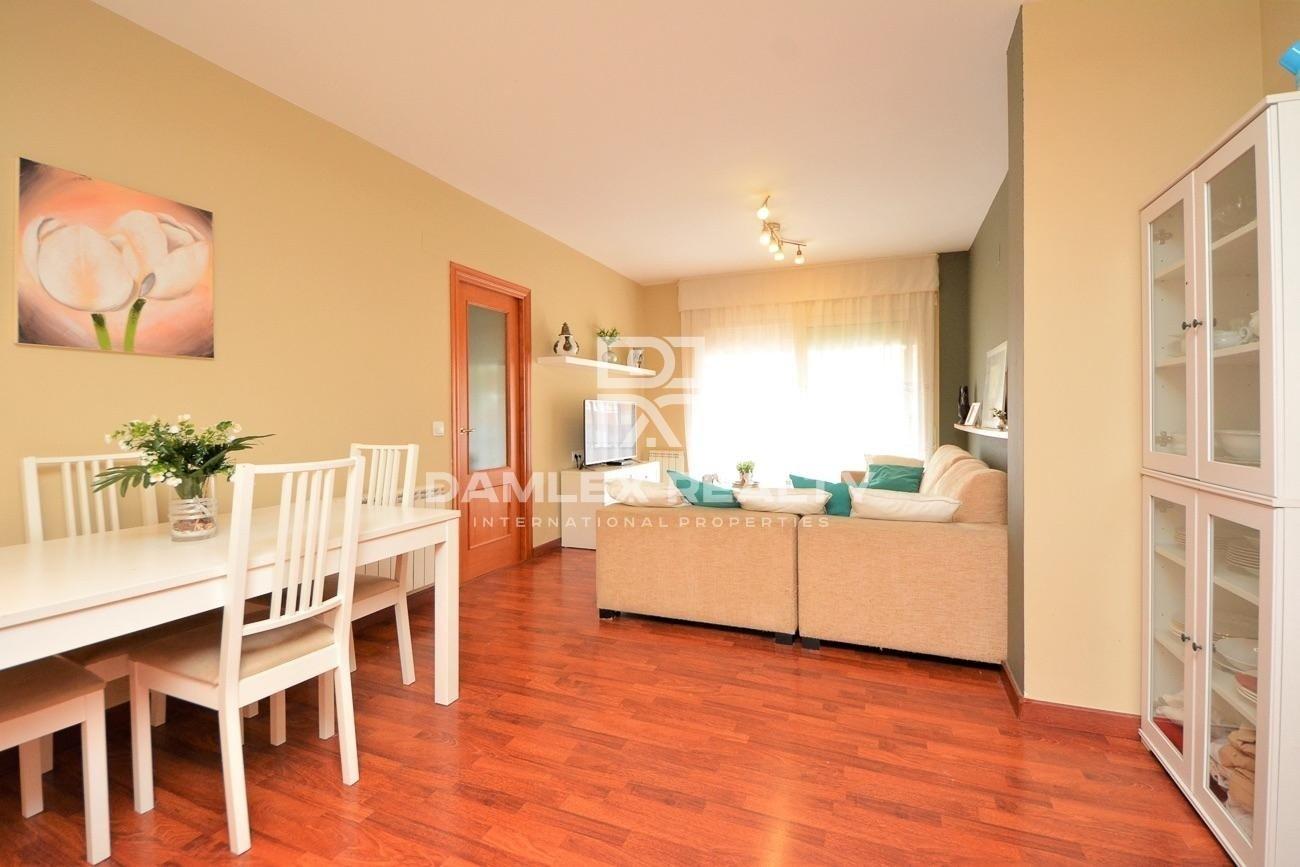Bonito piso 3 habitaciones en una residencia reciente en Fenals