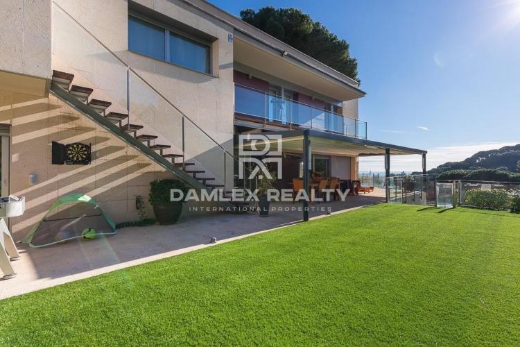 Villa moderna en la ciudad de Alella, a las afueras de Barcelona.
