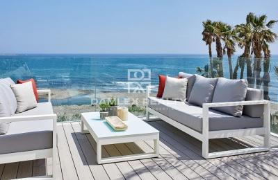 Exclusivos adosados de estilo contemporáneo en primera línea de playa