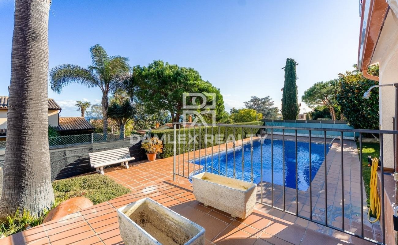 Hermosa villa con licencia de turista en una urbanización de alto standing
