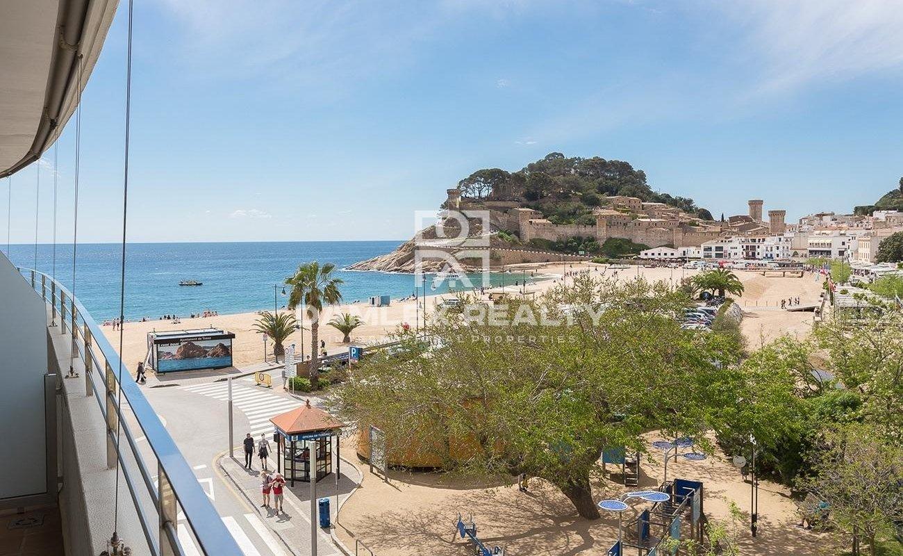 Piso contemporáneo en primera línea de mar con licencia  turística