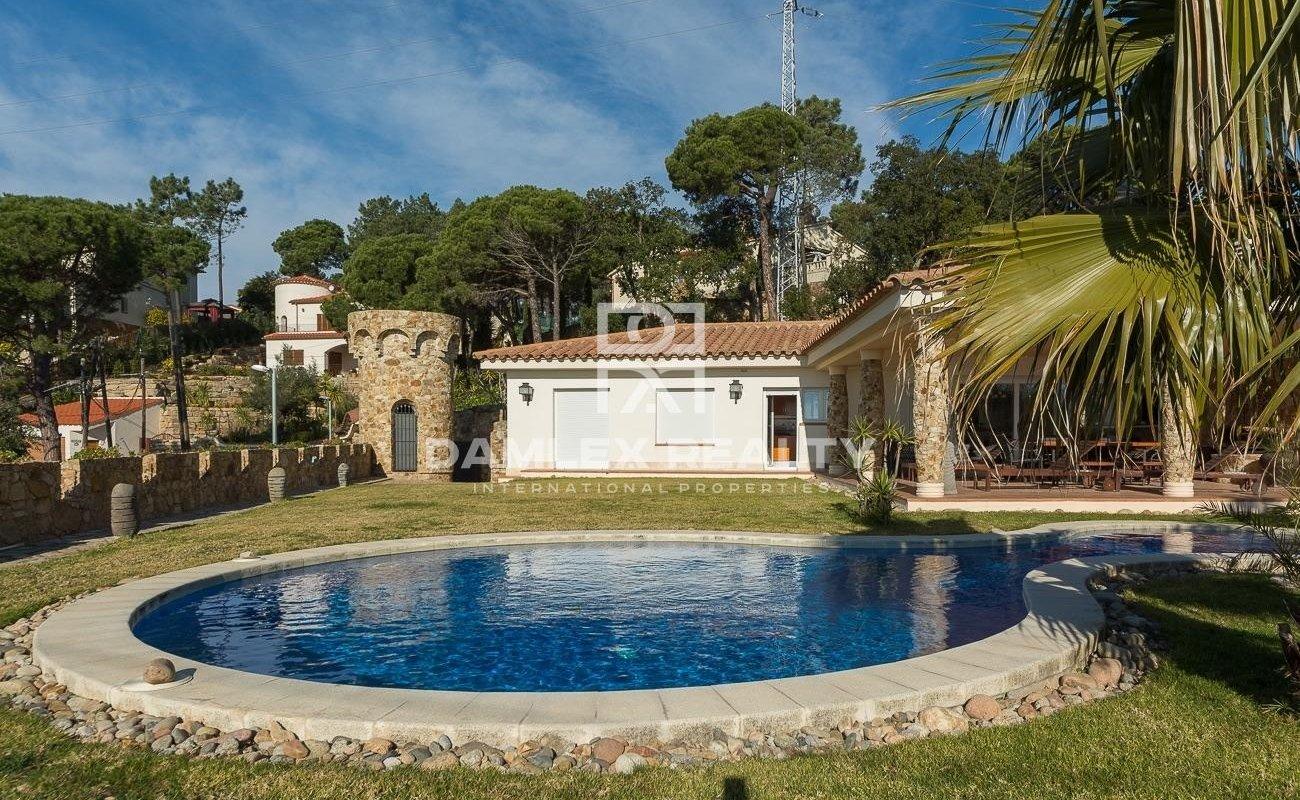 Reciente villa de una sola planta con vista al mar y licencia turistica