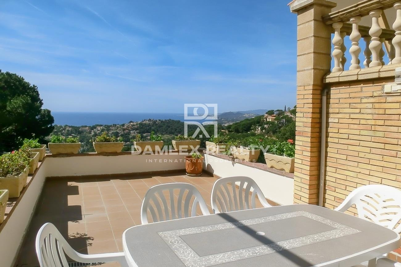 Gran villa con vistas mar y licencia turistica