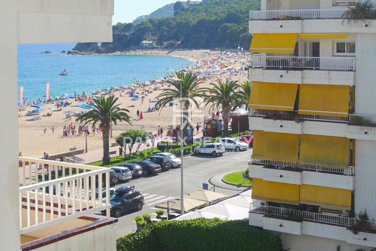 Apartamento con licencia turística en la ciudad de Lloret de Mar a orillas del mar.