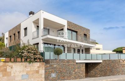 Nueva villa en una prestigiosa urbanizacion con una vista panorámica del mar