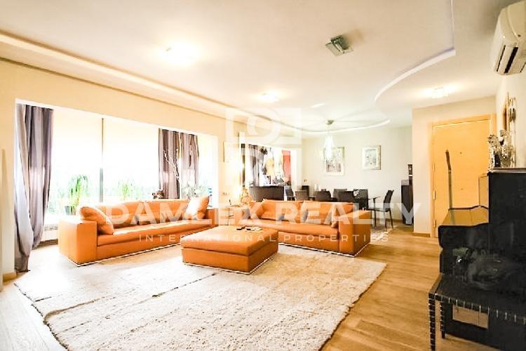 Apartamento con una amplia terraza en el último piso, en el barrio de Pedralbes
