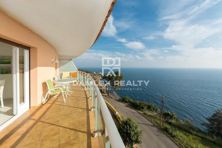 Apartamento con vista frontal al mar y licencia turistica