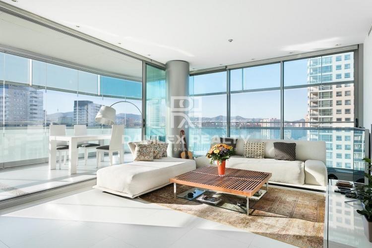 Apartamento con vistas al mar en la zona de Diagonal Mar.