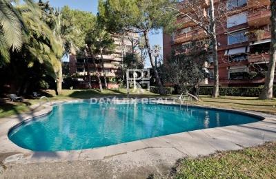 Apartamento de 267 m 2 con terraza en un complejo residencial con piscina en el área de Pedralbes