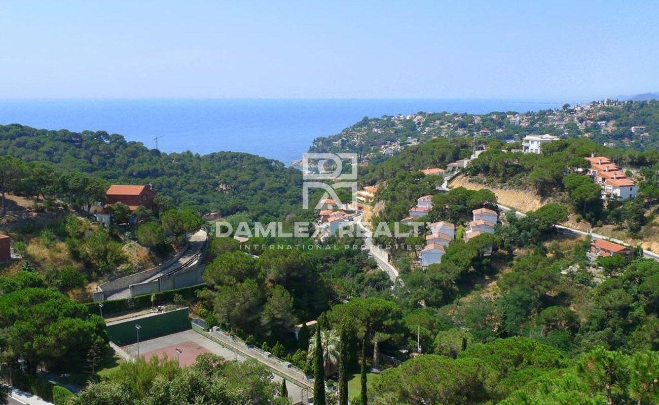 Nueva villa de estilo moderno en Lloret de mar con vistas al mar