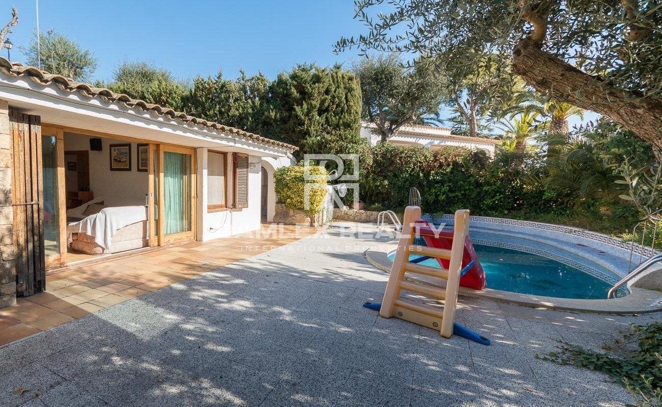 Casa en la urbanizacion de Santa Maria de Llorell con playa privada
